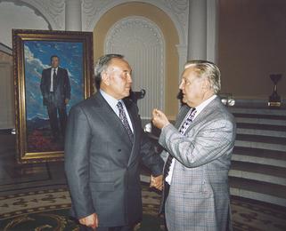 Президент Казахстана Н.А. Назарбаев и И.С. Глазунов у написанного портрета. Алма-Ата