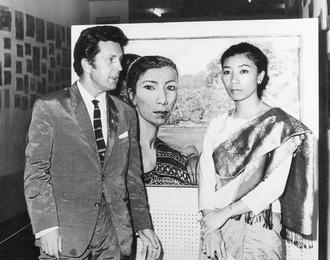 Илья Глазунов с дочерью премьер-министра принцессой Лаоса Мун Суванно Фумой. Лаос